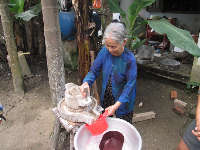 Learning how to make rice paper by grinding the rice with water